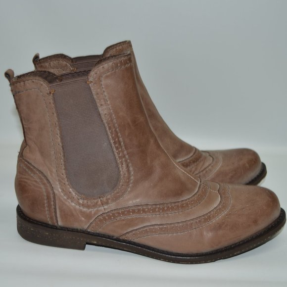Crown Vintage Shoes - SOLD🚫🚫Crown Vintage Distressed Leather Wingtip